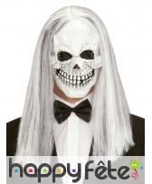 Masque crâne avec longs cheveux gris