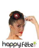 Mini chapeau noir avec voile, fleur squelette