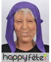 Masque de vieille dame avec foulard violet, image 2