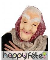 Masque de vieille femme avec foulard rouge