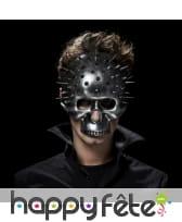 Masque tête de mort effet métal et piques