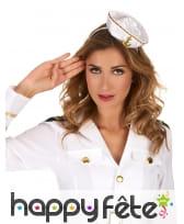 Pettit chapeau blanc de marin sur serre tete