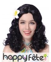 Perruque noire bouclée avec fleur d'hibiscus