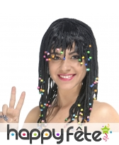 Perruque noire tresses et perles colorées