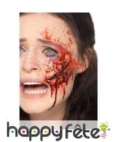 Postiche verre brisé enfoncé dans la peau