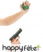 Revolver et grenade en plastique, image 1