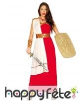 Robe rouge romaine avec cape blanche