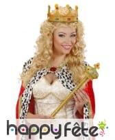 Sceptre royal doré surmonté d'une couronne