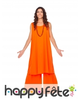 Tenue orange de bouddhiste pour femme