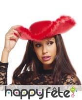 Tricorne rouge avec bord en froufrous