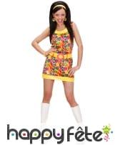 Tenue robe courte multicolore fleurie de hippie
