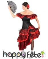 Tenue rouge et noire de danseuse de flamenco