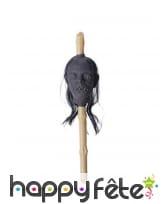 Tête réduite empalée sur un bambou, 50 x 13cm