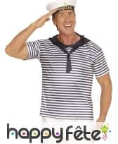 T-shirt et béret de marin